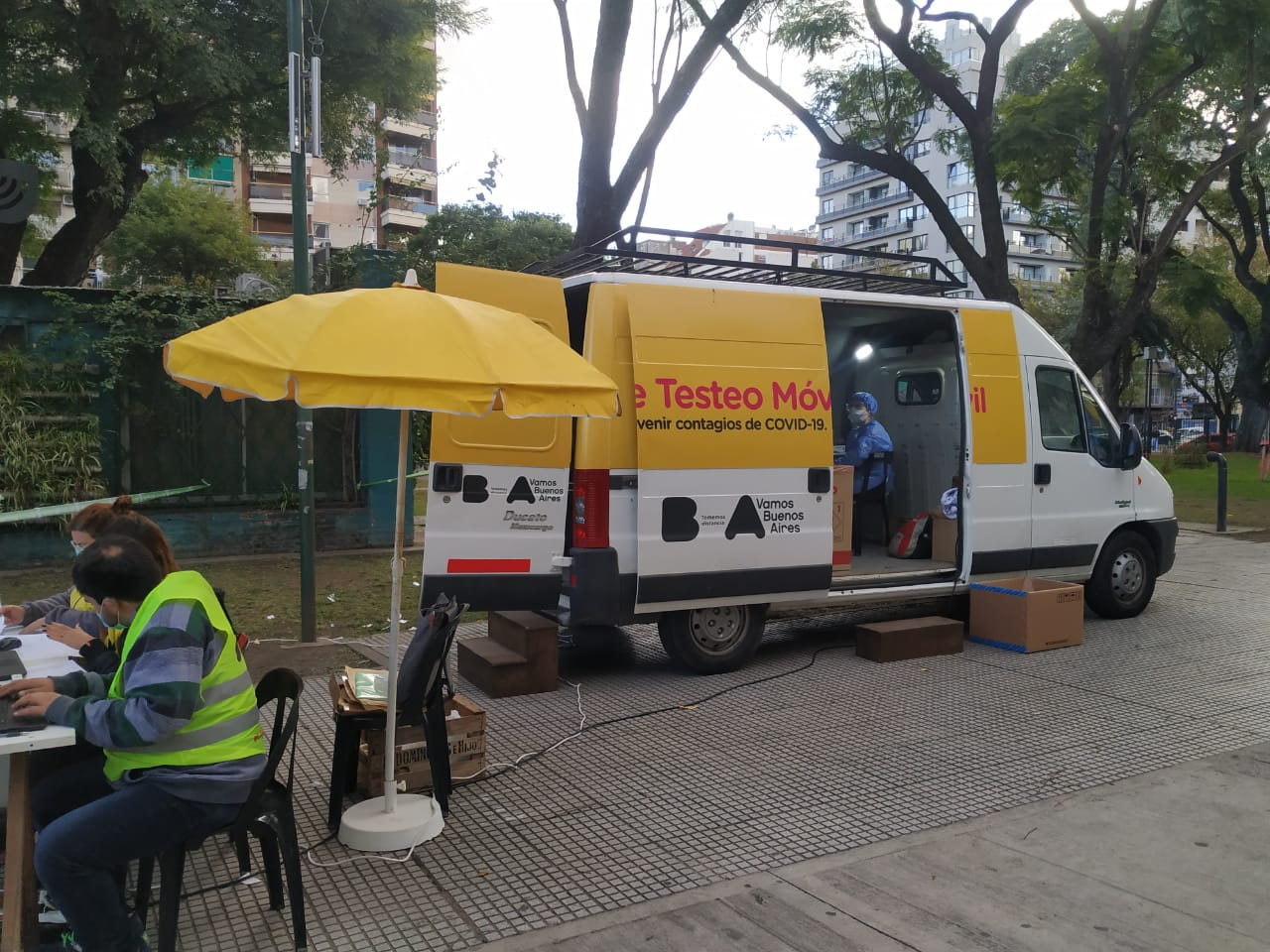La Unidad de Testeo Móvil de la Comuna 12 estará en la Plaza Alem de Villa Pueyrredón