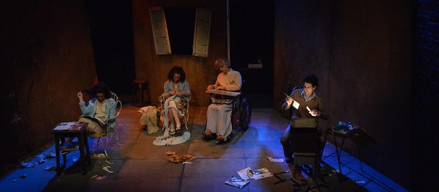 """Reestrenan la obra """"El patio de atrás"""" en el jardín del teatro Ana Frank"""